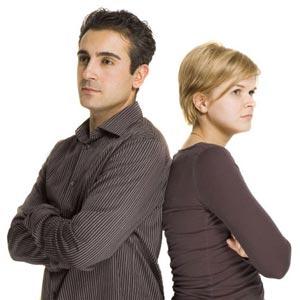 زن و مرد به هم پشت کرده