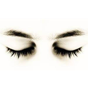 چشم های بسته و ابرو
